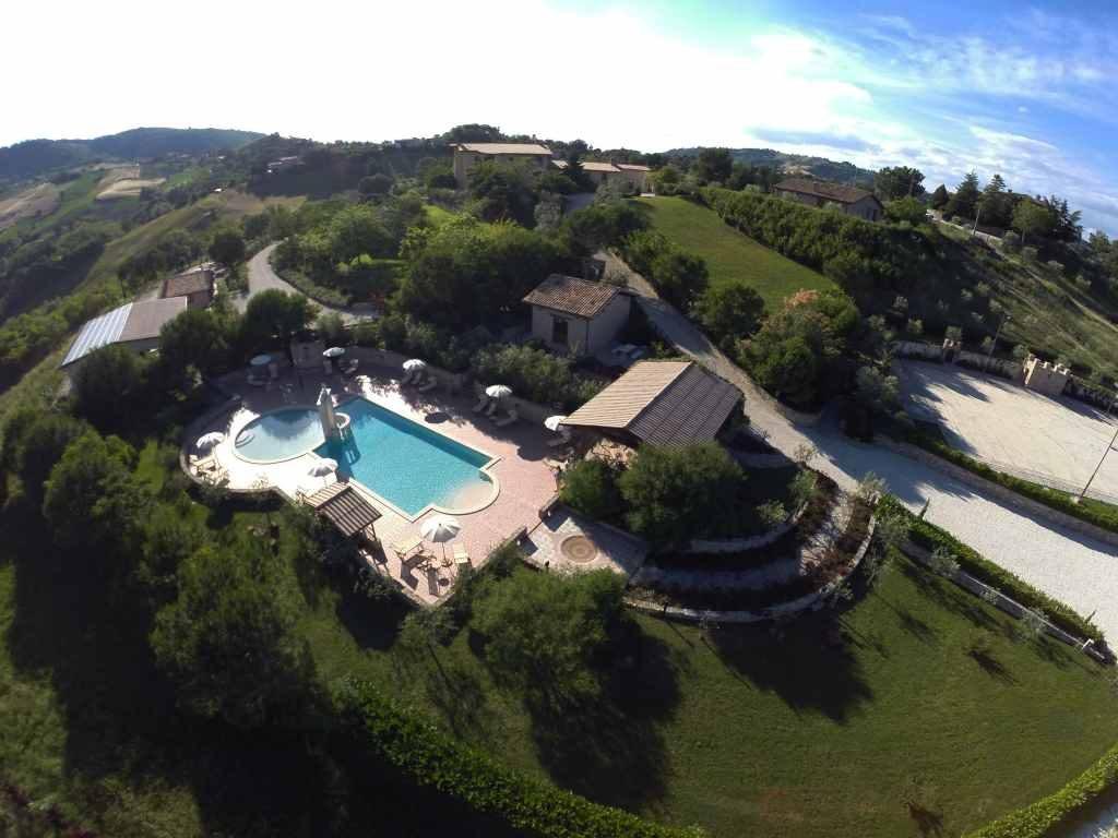 Country House con sauna e suite con jacuzzi La Collina di Gualdo
