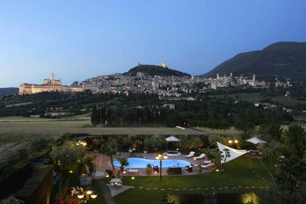 Country House con ristorante, piscina e suite idromassaggio Assisi Romantica