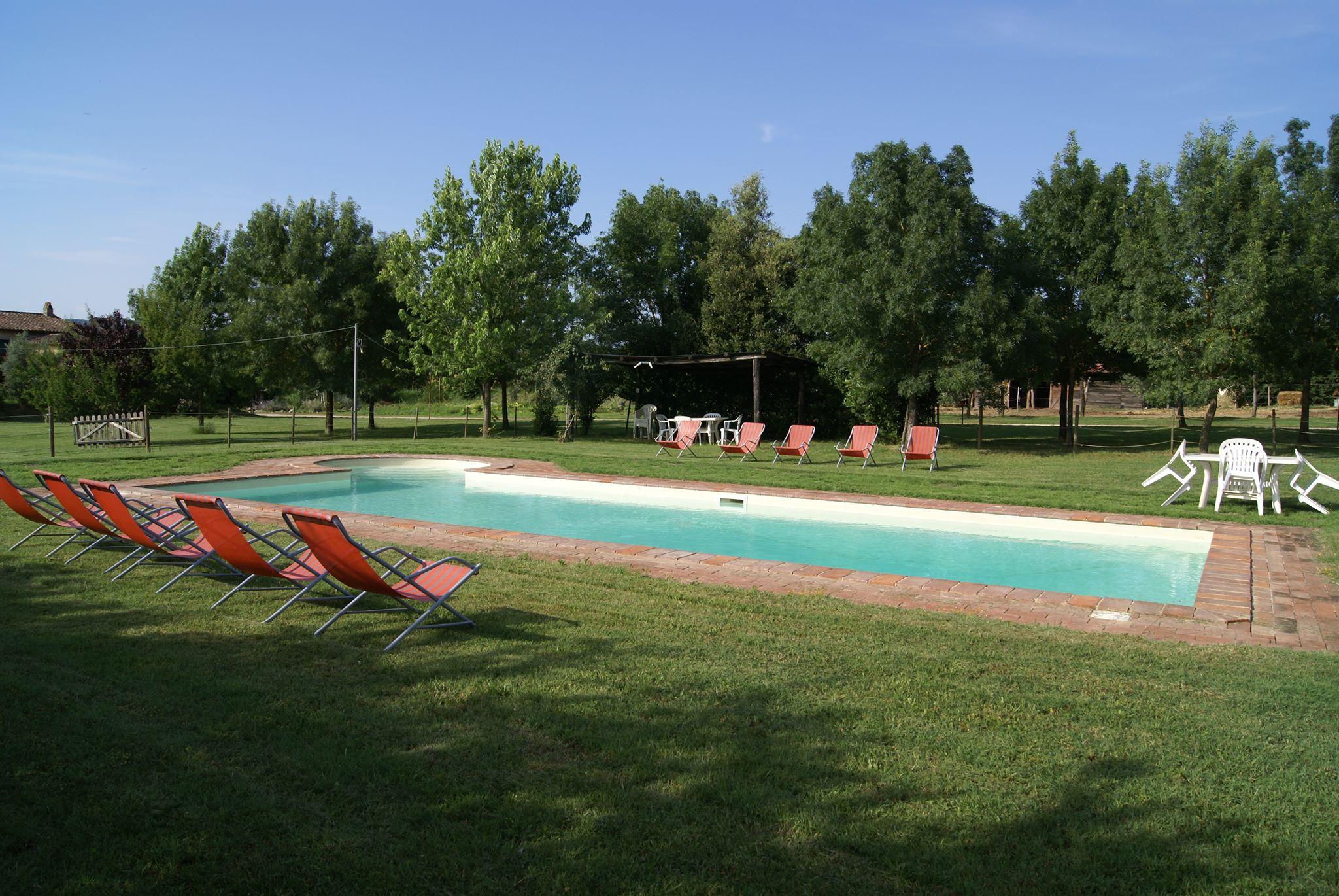 agriturismo con piscina al trasimeno
