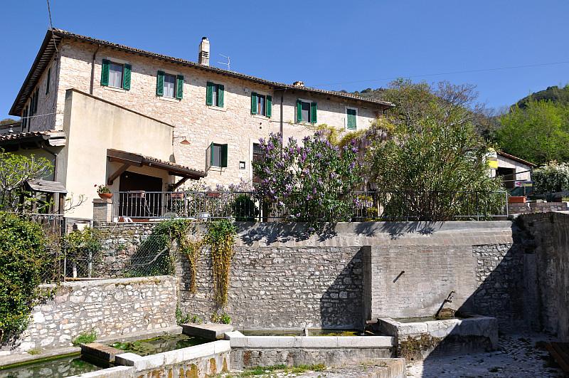 Agriturismo con appartamenti e piscina a Foligno Le Marie
