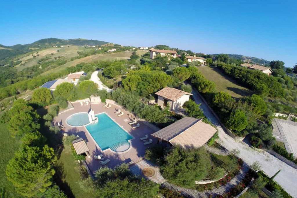 LUGLIO in agriturismo panoramico con piscina tra Assisi e Gualdo