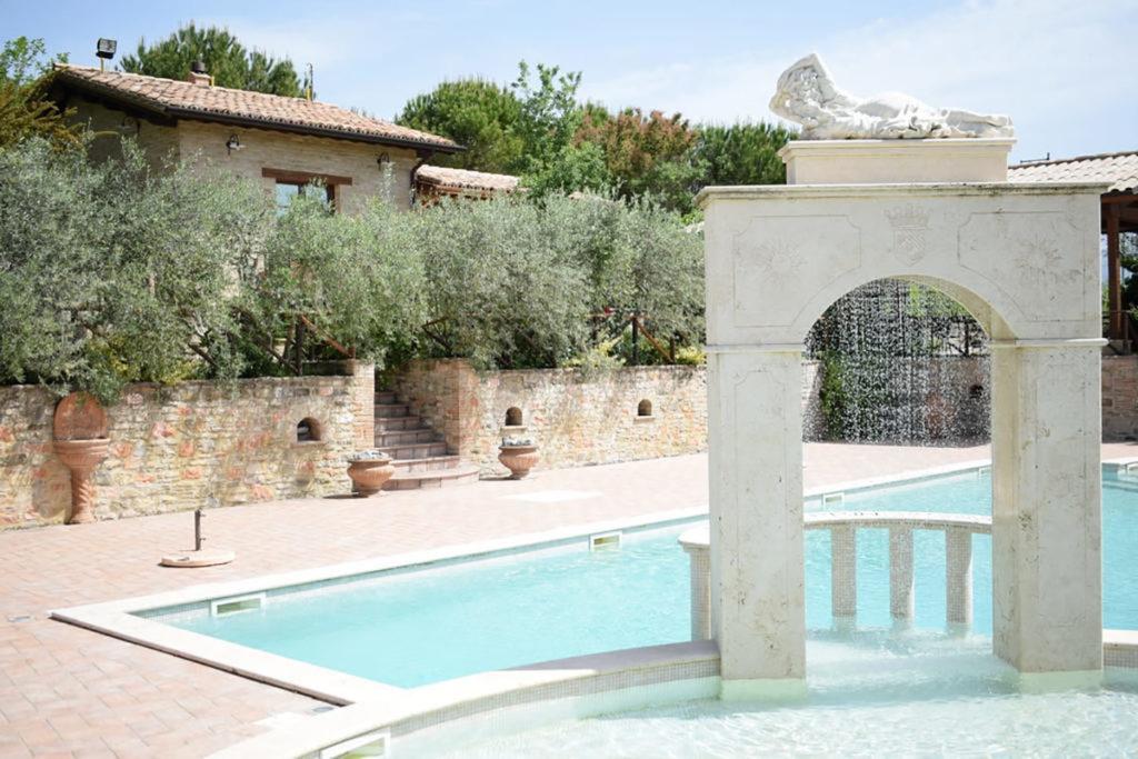 Offerta AGOSTO in country house con piscina in Umbria