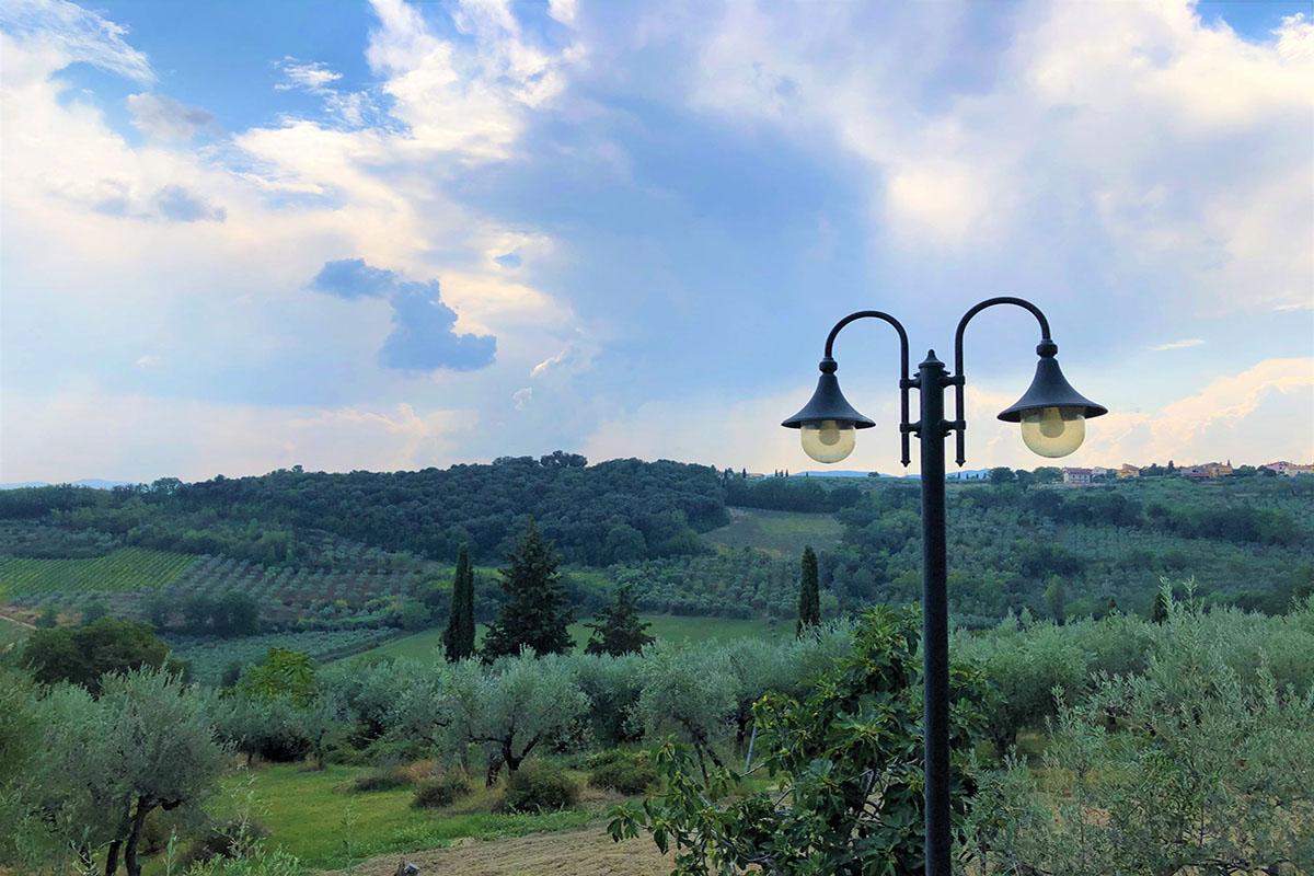 Agriturismo a montefalcoin-Umbria-per-vacanze-in-coppia-o-in-famiglia-con-ristorante-piscina-camere-e-appartamenti