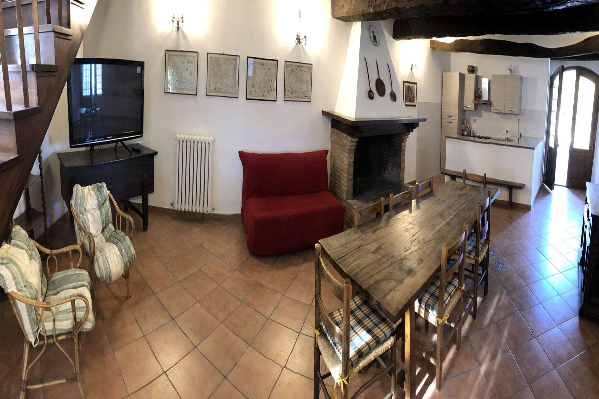 Appartamento-con-camino-per-gruppi a Montefalcoin-Umbria