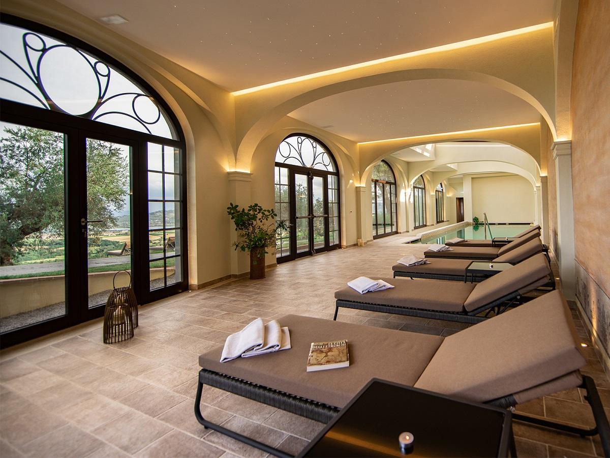 Vacanze-romantiche-in-Umbria-in-country-resort-con-centro-benessere-vicino-Lago-Trasimeno