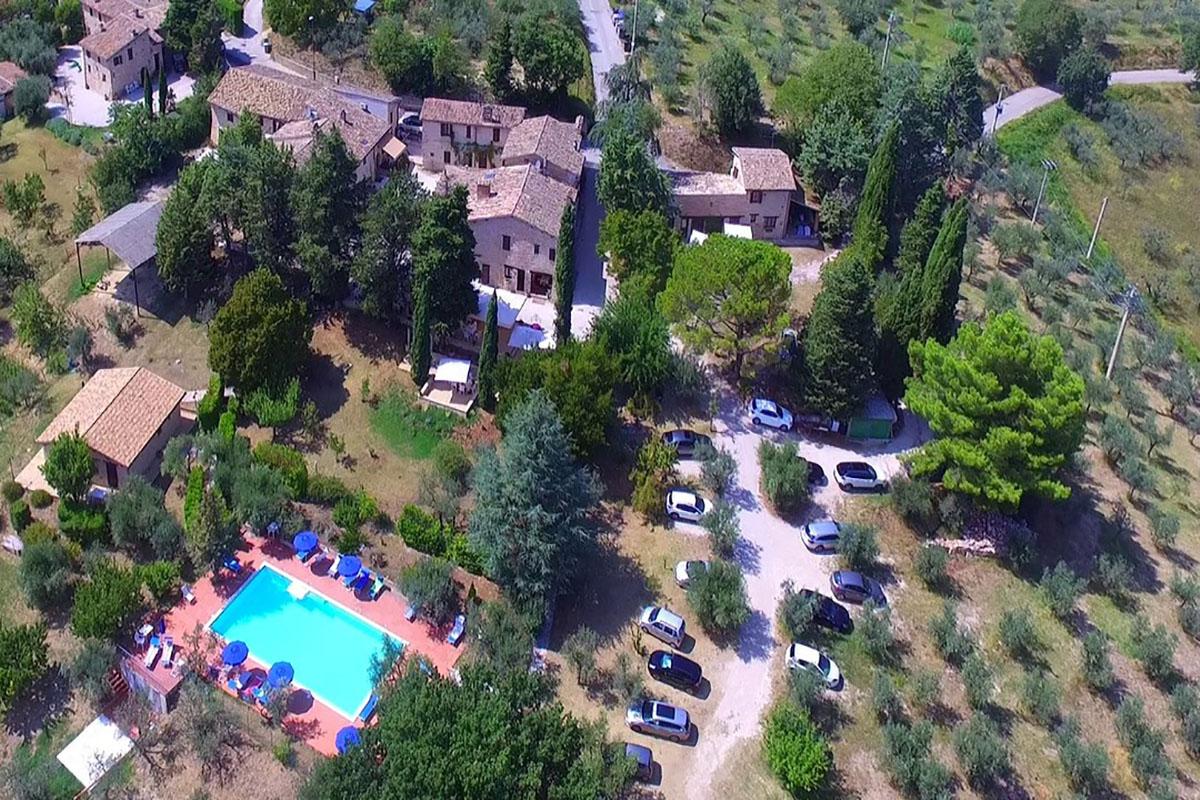 agriturismo con piscina a montefalco