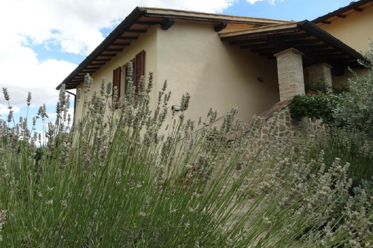 Country house con Camere matrimoniali e family con spazio privato vicino Assisi