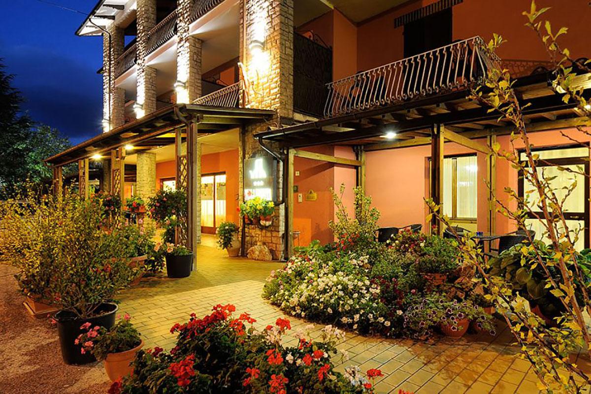 albergo con ristorante foligno