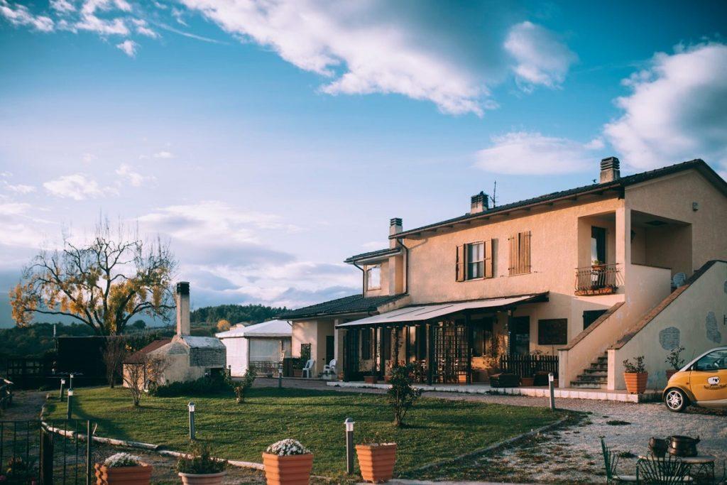 Esperienza sensoriale in fattoria a Spoleto con pranzo degustazione olio nuovo
